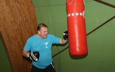 Auspowern beim Gladiatoren-Training in der Tennishalle